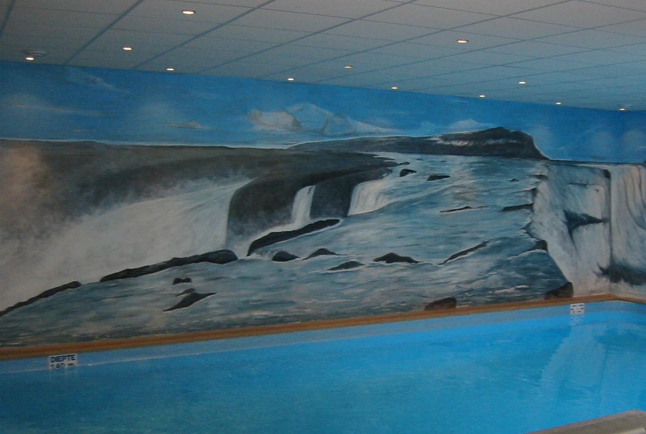 Complete verbouwing Thermen Reijkjavik. De muurschildering verwijst naar de watervallen van IJsland.